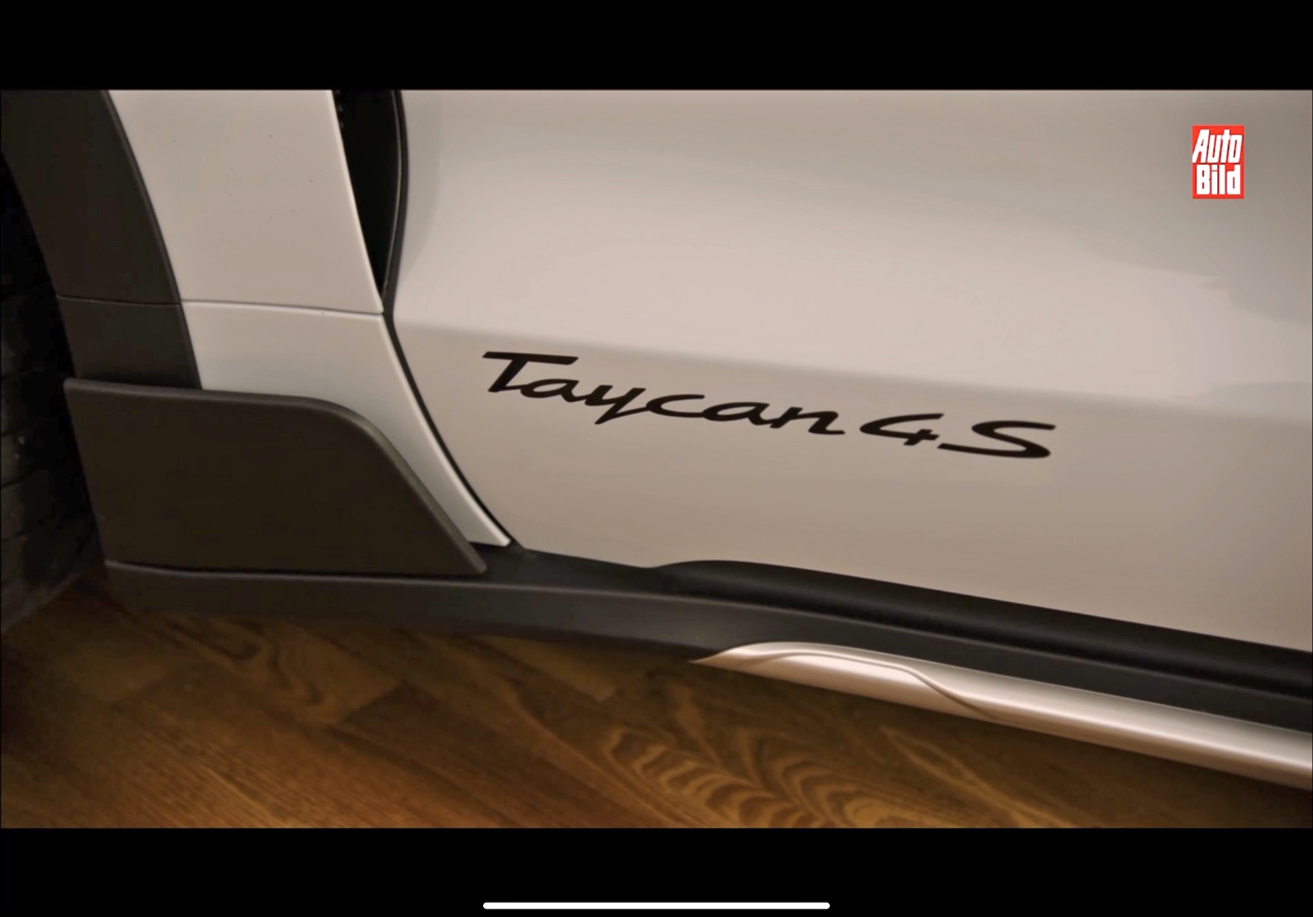 2021 Taycan Cross Turismo Leaked White Green 1.png