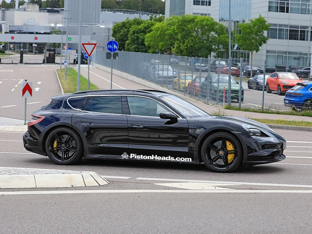 Porsche-Taycan-Cross-Turismo-Uncovered-2.jpg