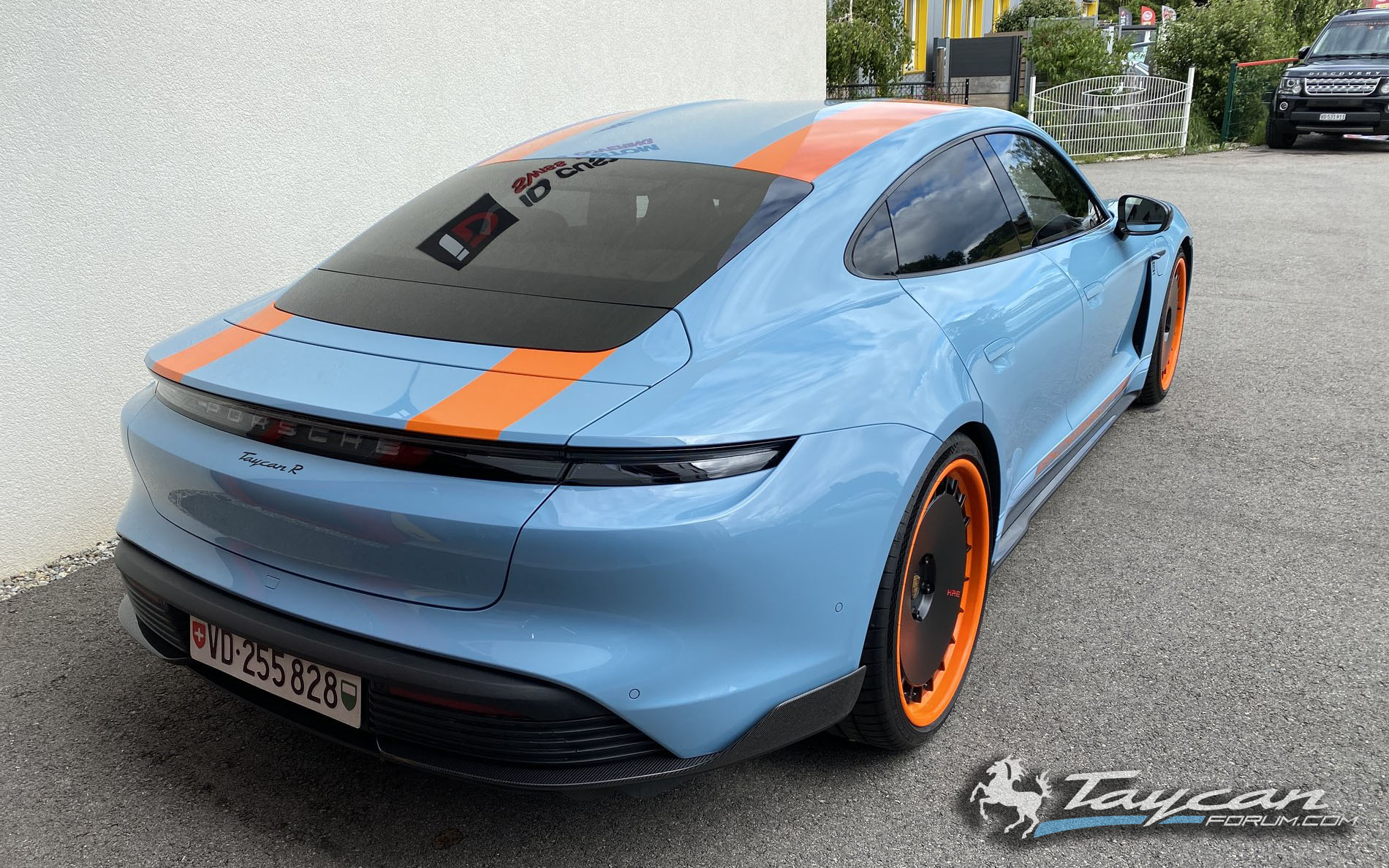 Wrapped Taycan R Gulf Livery HRE Wheels 5.jpg